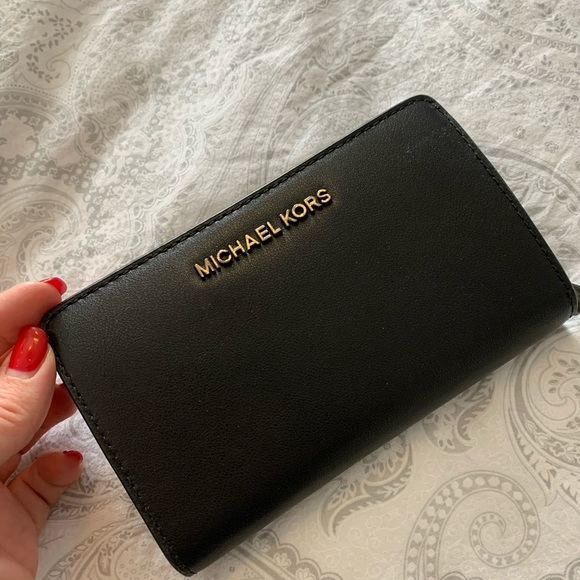 *Brand new authentic  MK wallet
